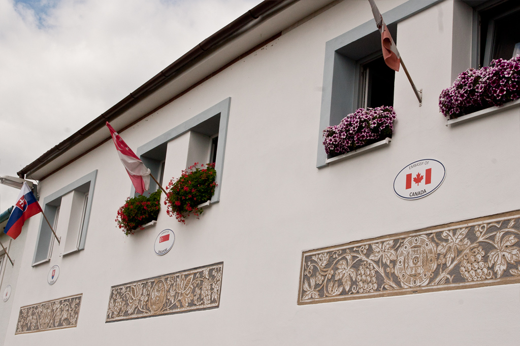 Embassies in Kraví Hora